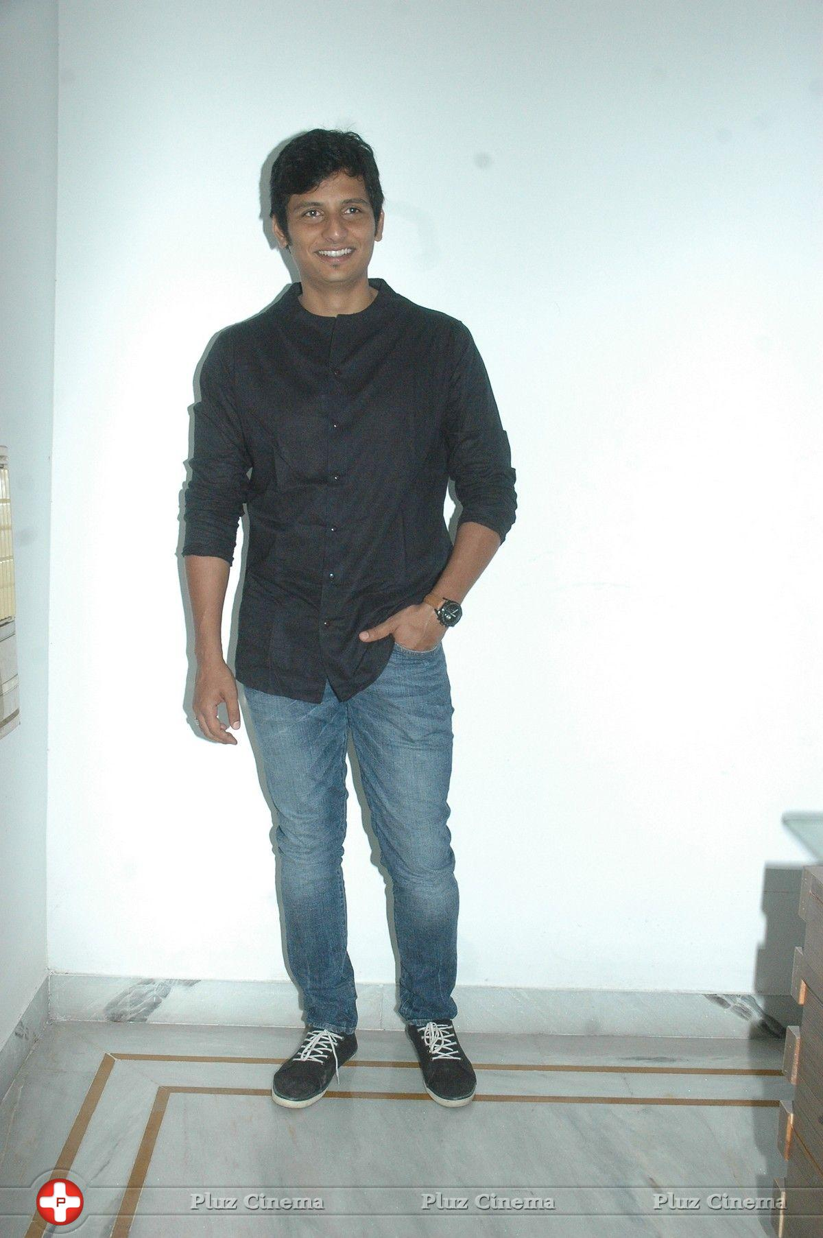 Actor Jeeva In Endrendrum Punnagai