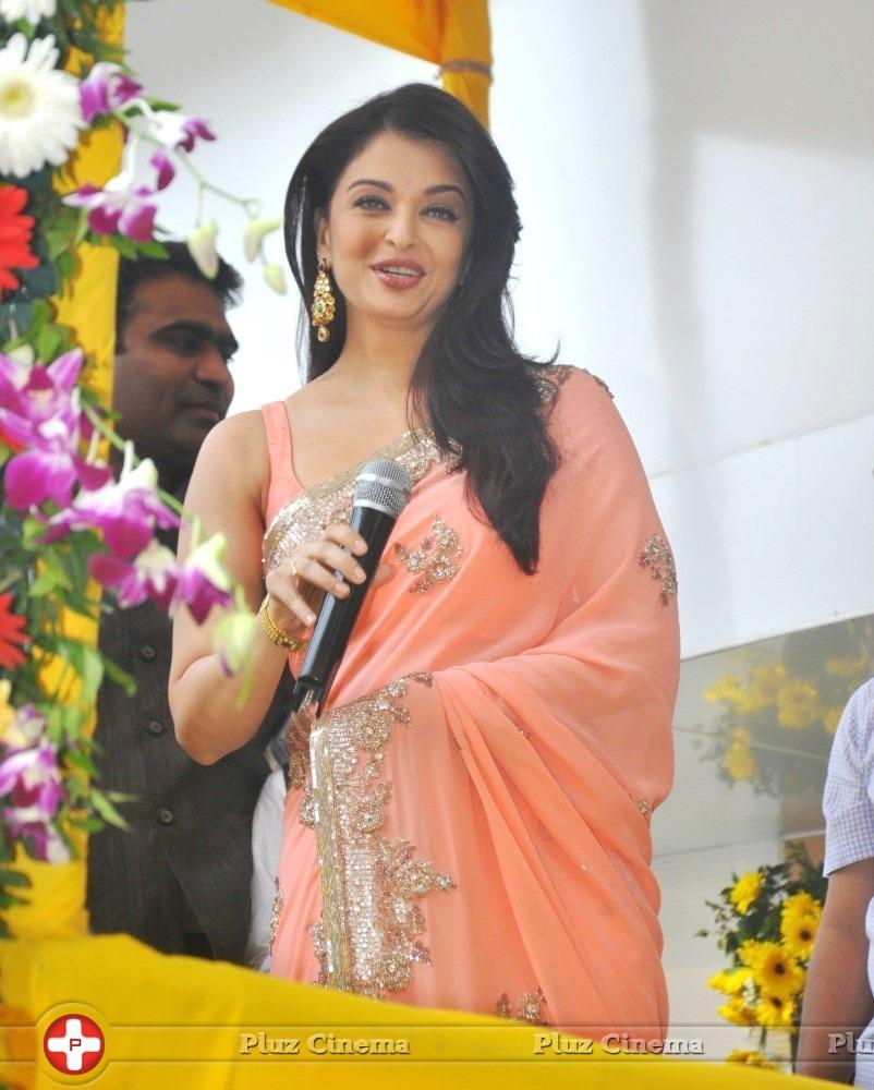 aishwarya rai inaugurates kalyan jewellers store in ghatkopar photos