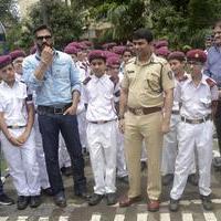 Sunil Shetty spreads awareness on using helmet photos | Picture 1078167