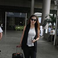 Actress Raai Laxmi spotted at International airport photos | Picture 1078452
