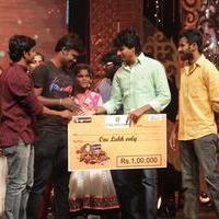 Nadikavelin Raajapattai Show Images