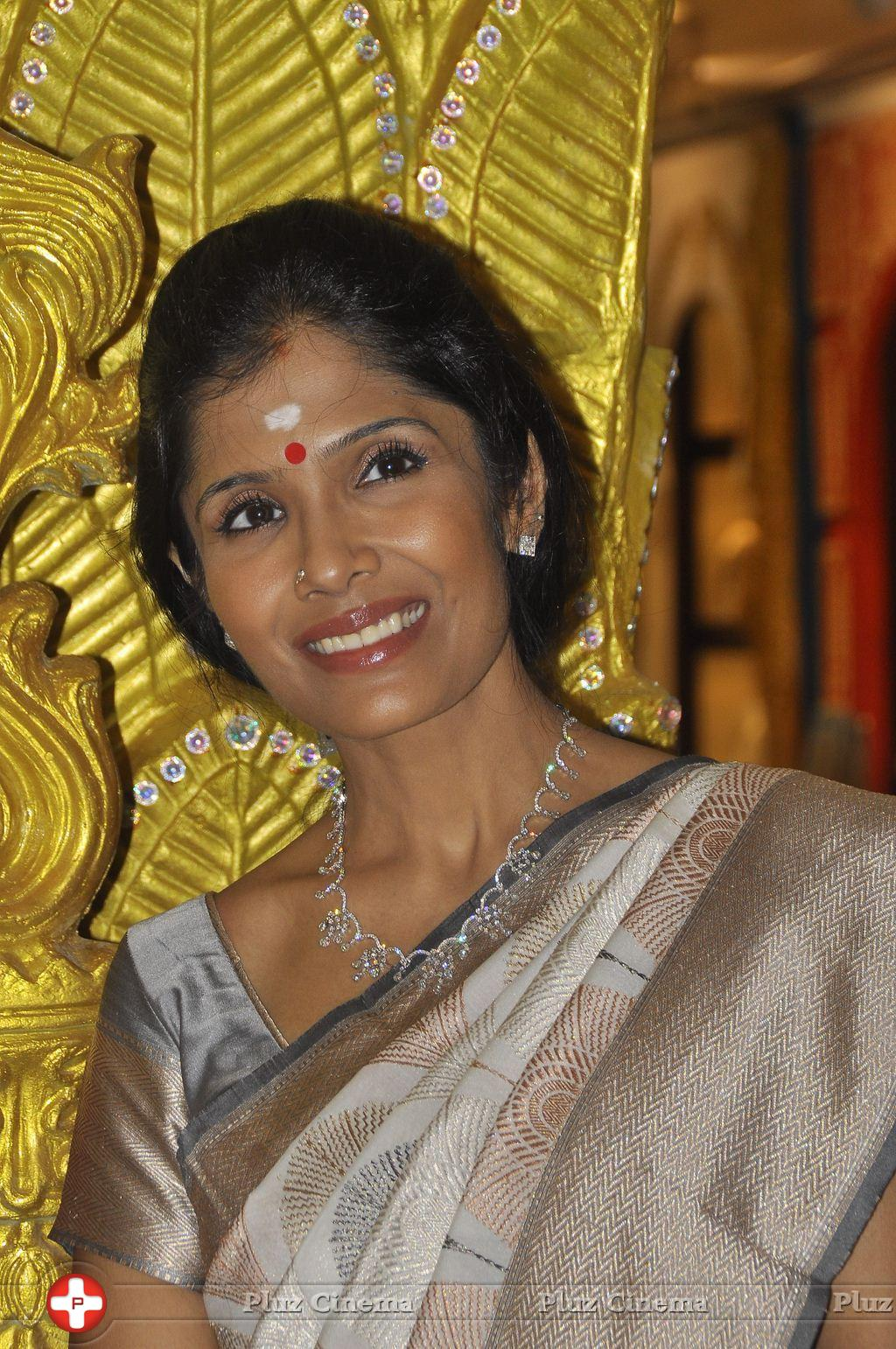 Anuradha Sriram - Joyalukkas Platinum Collection Launch Photos | Picture 930710