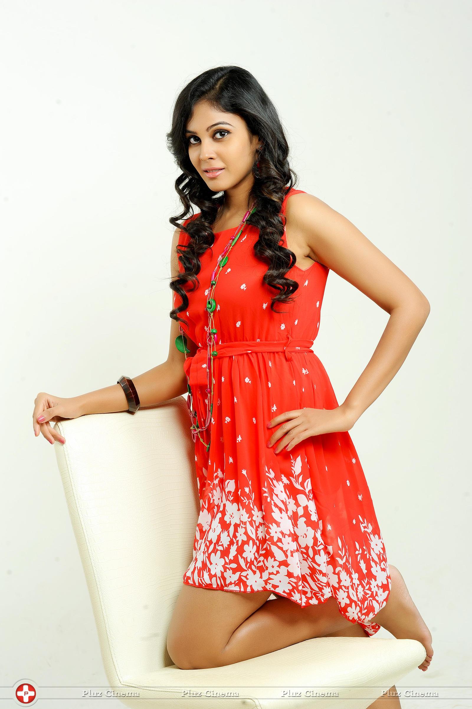Chandini Tamilarasan - Chitram Bhalare Vichitram Movie Stills | Picture 1093412
