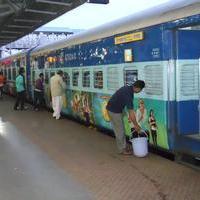 Size Zero Movie Promotion in Train Stills | Picture 1158743