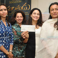 Srimanthudu Team donates 10 Lakhs to Basavatarakam Trust and 5 lakhs to Heal a Child Foundation Photos