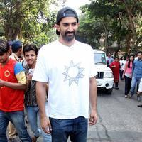 Aditya Roy Kapur - Celebrities at Sachin Tendulkar enthrals with innings to remember in his farewell Test Photos