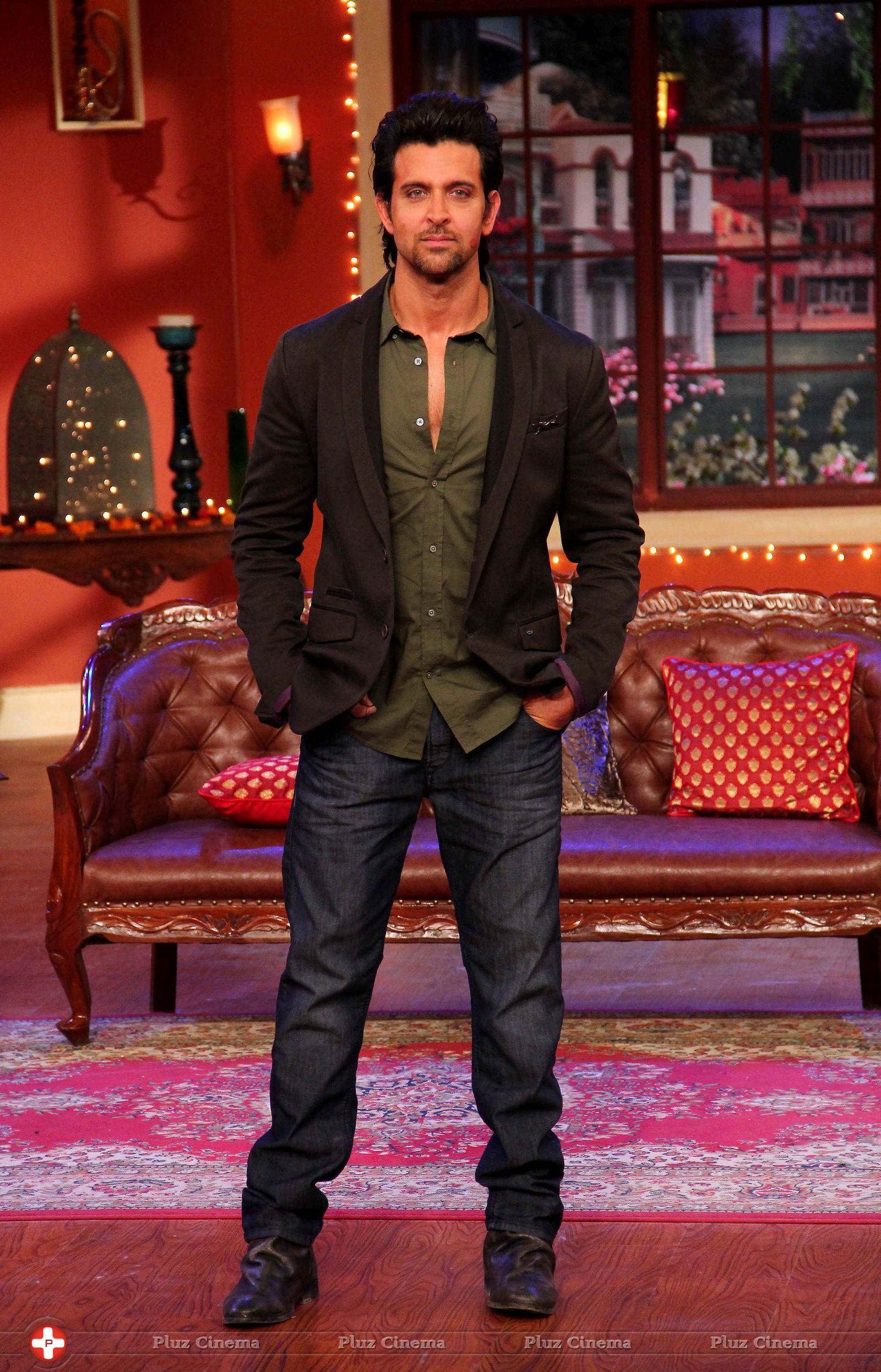 hrithik roshan promotes krrish 3 on the sets of comedy nights with