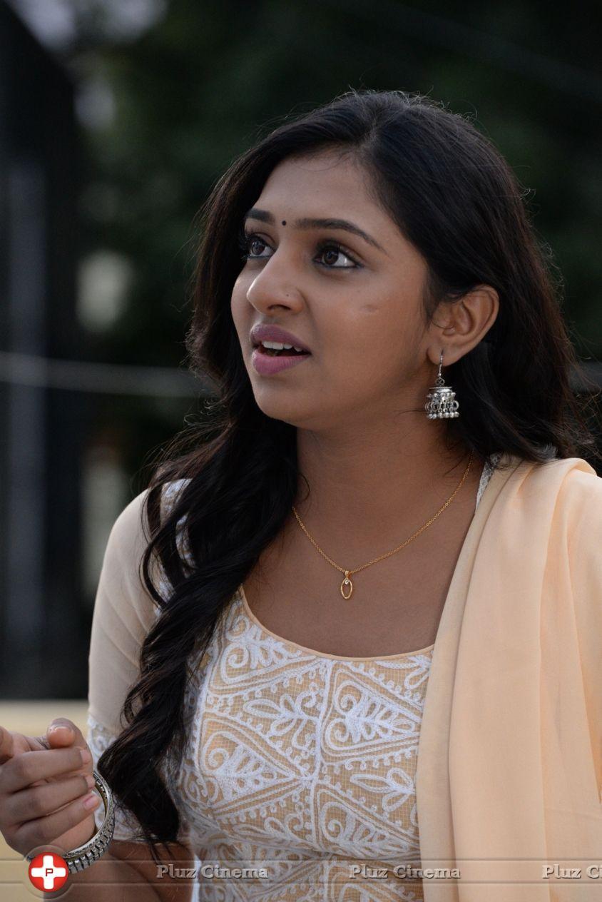 Lakshmi Menon - Naan Sigappu Manithan Movie Stills Naan Sigappu Manithan Lakshmi Menon Kiss